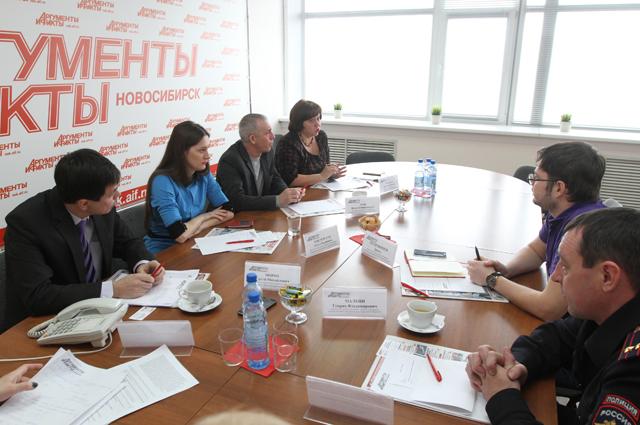 Участники круглого стола, посвященного обсуждению новых правил оформления полисов ОСАГО