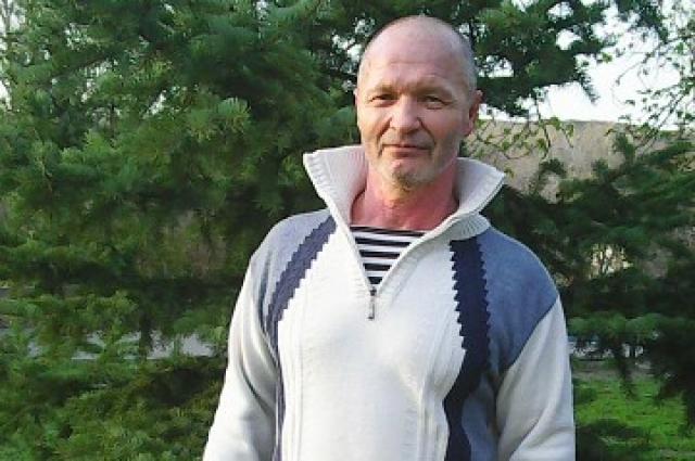 Геннадий Мисиков наметил наметил новую цель - присесть без передышки десять тысяч раз.