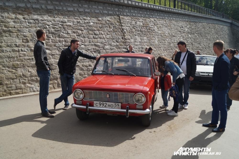 Выставка ретро-автомобилей.
