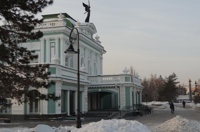 Драмтеатр - одно из старинных зданий Омска.