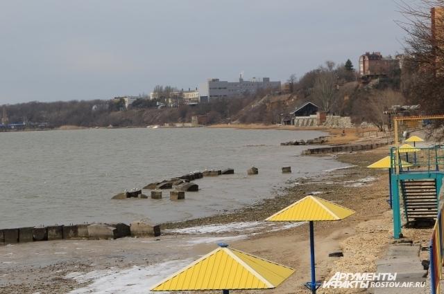 Особое очарование парку придаёт панорама с береговой террасы на Таганрогский залив.