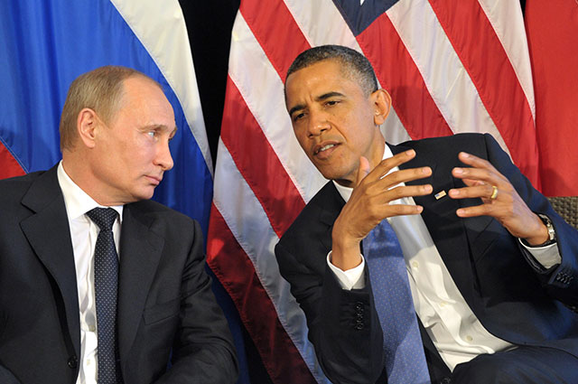 Владимир Путин ипрезидент США Барак Обама (слева направо) вовремя встречи впреддверии саммита G20в гостинице «Эсперанса» вЛос-Кабосе.