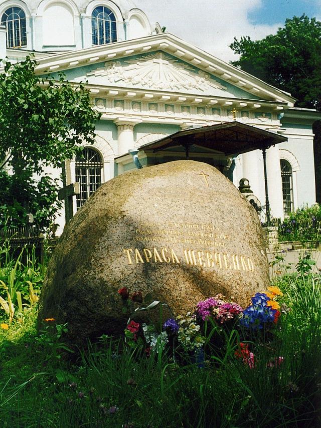 Смоленское кладбище - первое место захоронения поэта Тараса Шевченко.