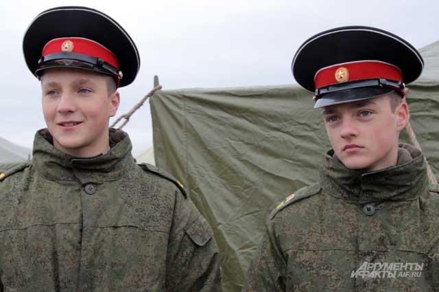 Для суворовцев Никиты Талабаева и Игоря Корякина участие в параде - большая ответственность