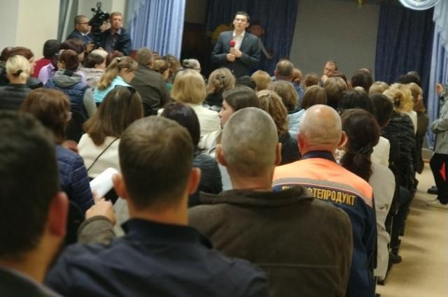 Встреча жителей пятиэтажного дома по ул. Ставропольской, 1 с представителями администрации города.