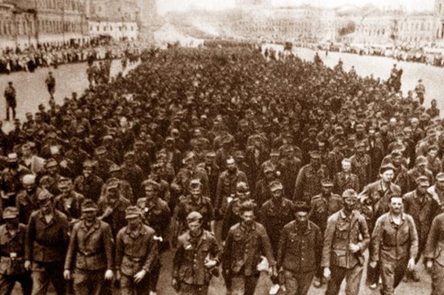 Немецкие военнопленные на параде в Москве, 1945