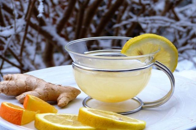 Имбирный чай с лимоном и мёдом.