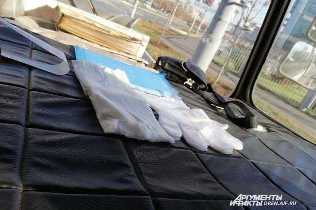 В салонах можно увидеть бесплатные одноразовые перчатки для пассажиров.