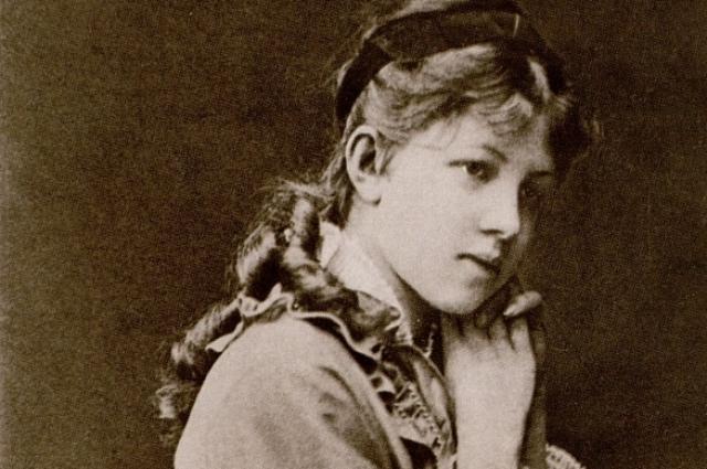 Замужество, начавшееся, когда Александре было восемнадцать лет, оказалось недолгим.