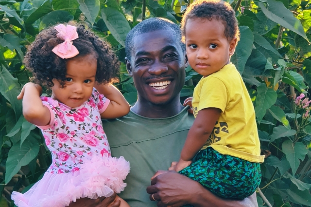 3.Франк с младшими детьми – двойняшками Леной и Леоном.