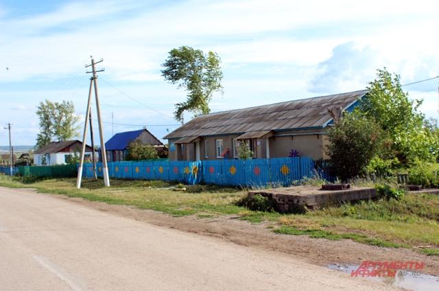 В Крым-Сарае живут 935 человек