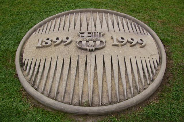 В честь столетнего юбилея клуба была отлита памятная эмблема