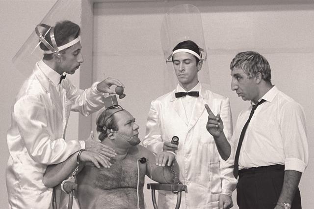 Фрунзик Мкртчян в фильме Тридцать три, 1965