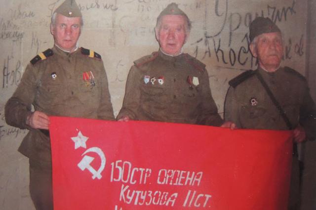 На стенах Рейхстага ещё сохранились надписи, сделанные красноармейцами в 45-ом году.