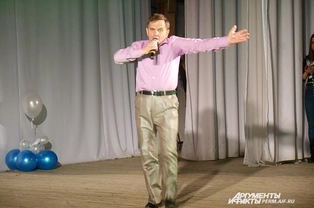 Александр Кобзиков на творческом конкурсе.