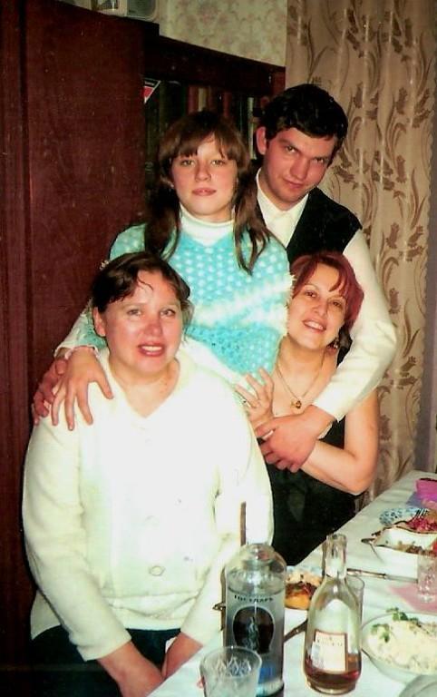 Семья Елизаветы Богомоловой — на семейном фото она с дочерью Александрой, сыном Сергеем и сестрой Мариной.