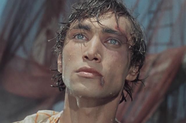 Исполнитель роли Ихтиандра - Владимир Коренев - до этого лишь раз появлялся на киноэкранах.