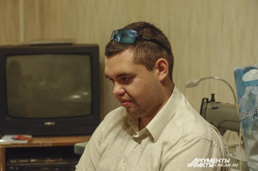 Денис пробовал себя в разных рабочих профессиях, а в качестве хобби выбрал лозоплетение.