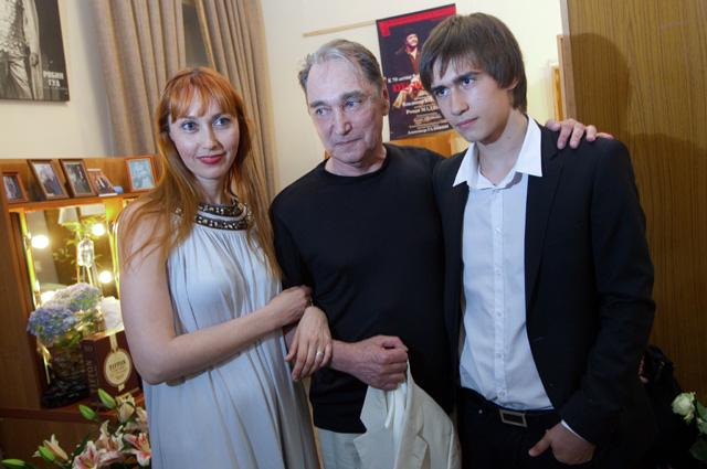 Актер Владимир Коренев с дочерью Ириной и внуком Егором.