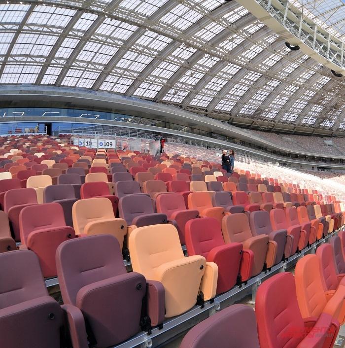 Цвет сидений выбирали сами болельщики: в голосовании на ag.mos.ru участвовали 137 тыс. человек.