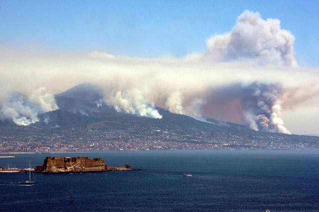 Лесные пожары на склонах Везувия.