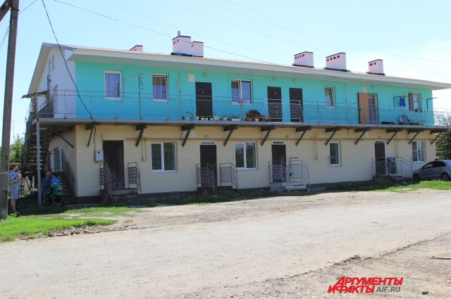 Коммерсант пристроил 2-ой этаж к колхозному помещению, а затем продал объект как жильё.