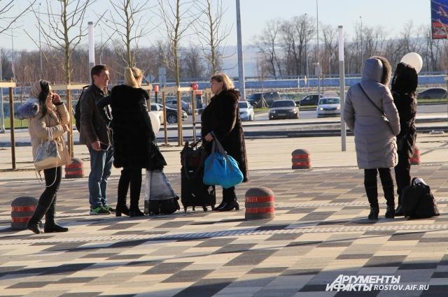 У прибывших в новый аэропорт Ростовской области есть выбор - на чем доехать до пункта назначения.