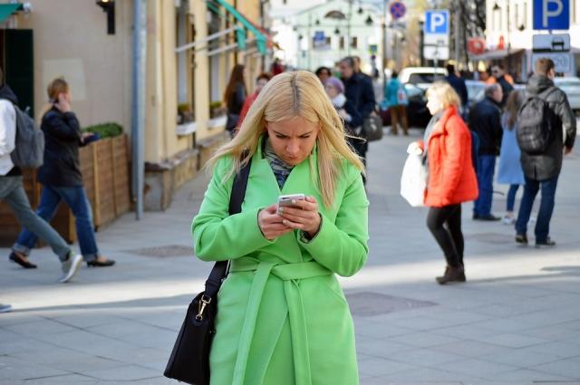 Любое унизительное, оскорбительное или угрожающее сообщение, отправленное в электронной форме, является кибербуллингом.