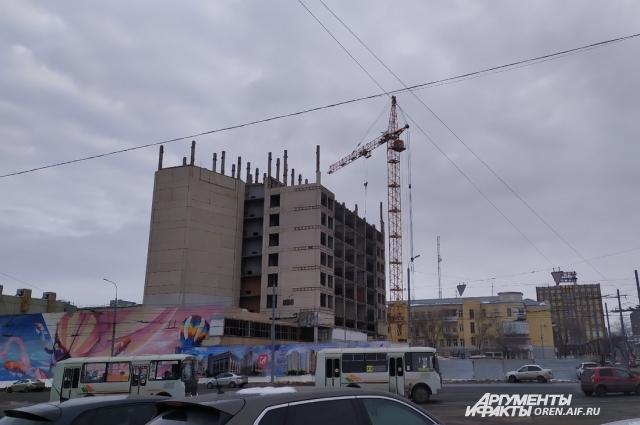 Около 40 лет 16-этажка стояла около Дома Советов.