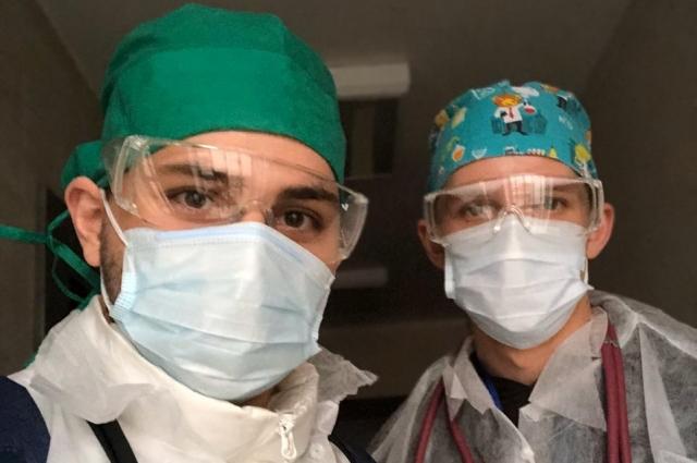 Артем Калинкин (на фото справа) — будущий реаниматолог-анестезиолог.