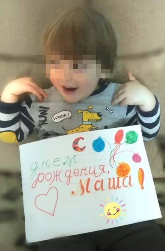 Марк Касаткин с поздравительной открыткой