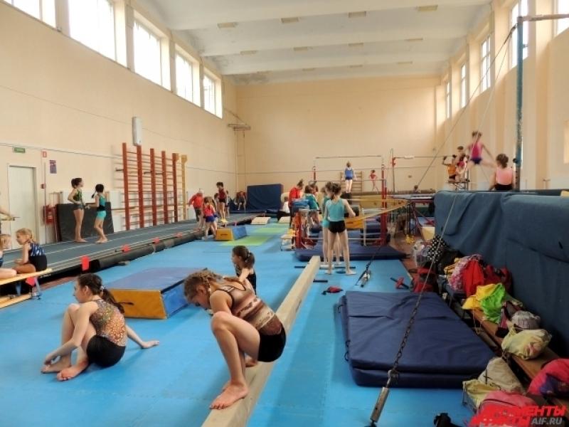 По размерам зал для олимпийцев уступает обычному школьному спортзалу