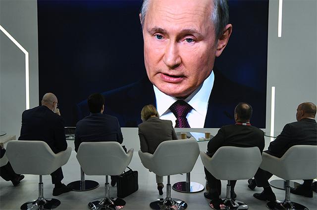 Трансляция выступления президента РФВладимира Путина напленарной сессии Петербургского международного экономического форума— 2021в конгрессно-выставочном центре «Экспофорум».