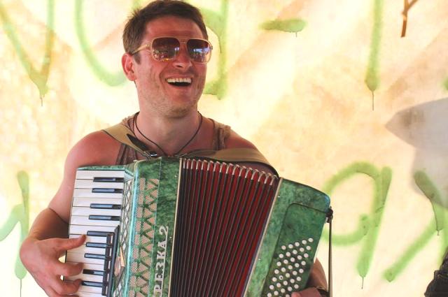 Музыкальные инструменты в жизни Романа Масягина появились почти в одно время с детскими игрушками.