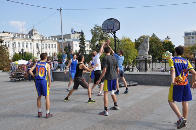 Дети должны быть заняты большую часть дня. Пуст это будут спортивные секции или музыкальные кружки.