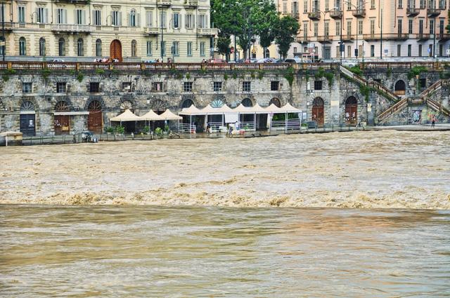 Турин, Италия. Разлив реки По, 2008 год