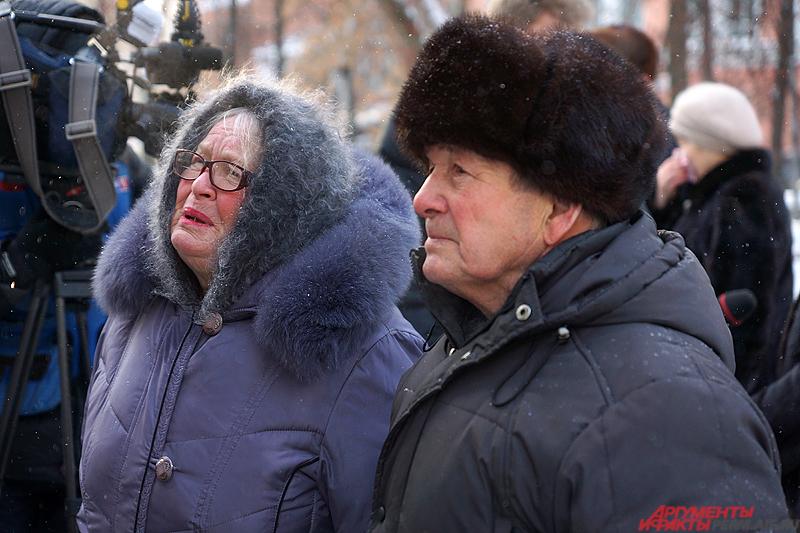 Многие родственники погибших на траурной акции не смогли сдержать слёз.