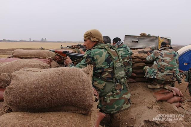 Иракские военные на позициях.