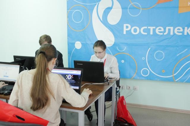 В соревнованиях участвовали и девушки.