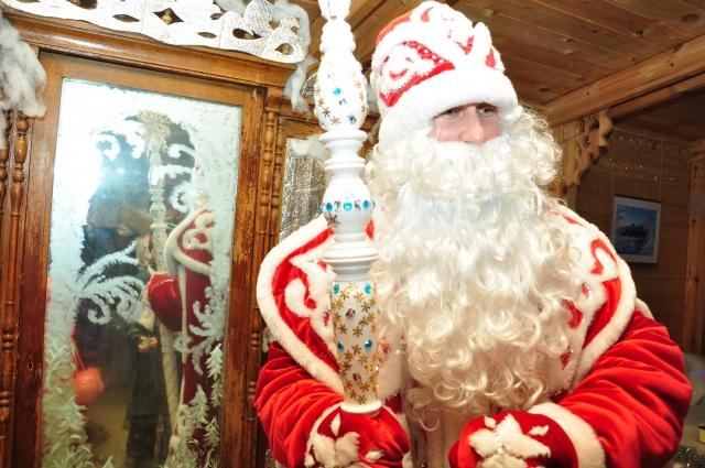 Дед Мороз ждёт внучат в свою усадьбу.