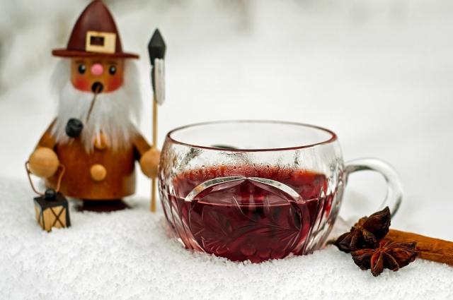 Безалкогольный чай-глинтвейн можно пить даже детям.
