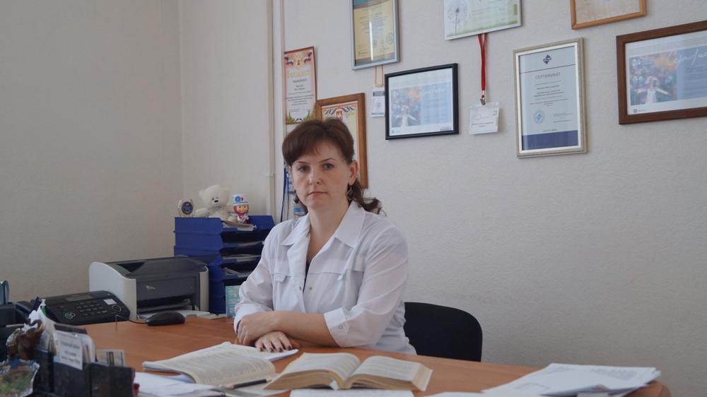 Главврач  Нина Андреевна Воронина  трудится в Карабаше уже 17 лет. За это время ей не только довелось увидеть, как меняется больница, но и самой в качестве руководителя немало сделать для развития городского здравоохранения.