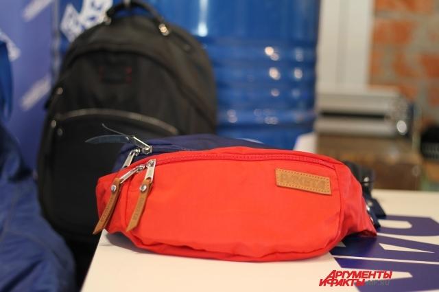 Поясная сумка нужна для того, чтобы руки были свободны