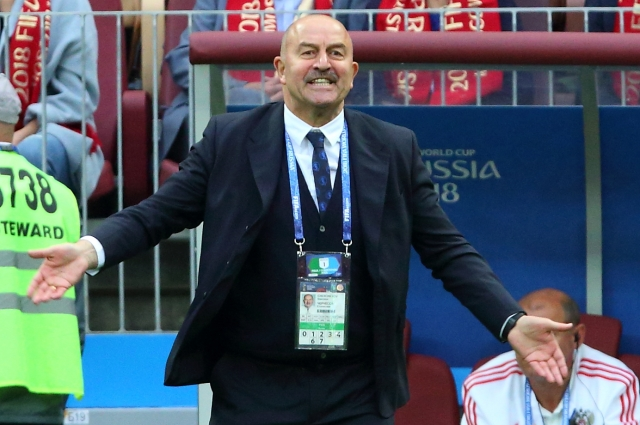 В декабре 2010 года Черчесов возглавлял вышедшую в первый дивизион «Жемчужину-Сочи».