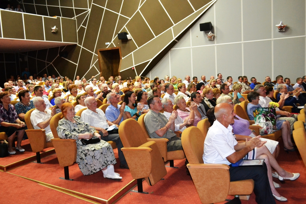 Сотрудники МЖД в свой праздник собрались в ведомственном Доме культуры.