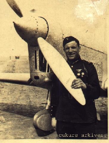 Гербер Цукурс у самодельного бомбардировщика Sugar C-6bis (1940 г.)