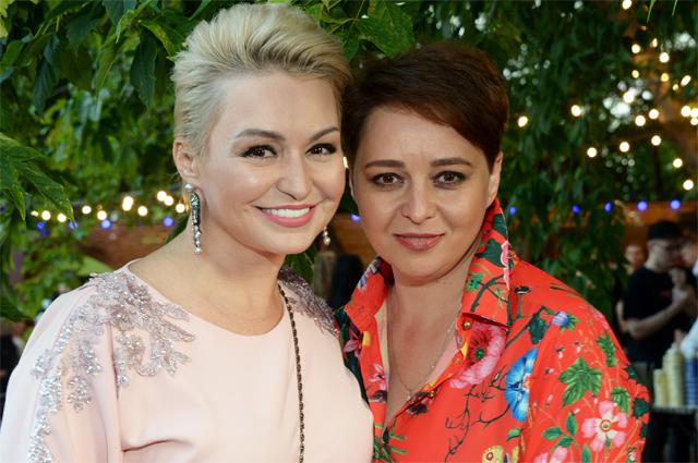 Катя Лель с сестрой.