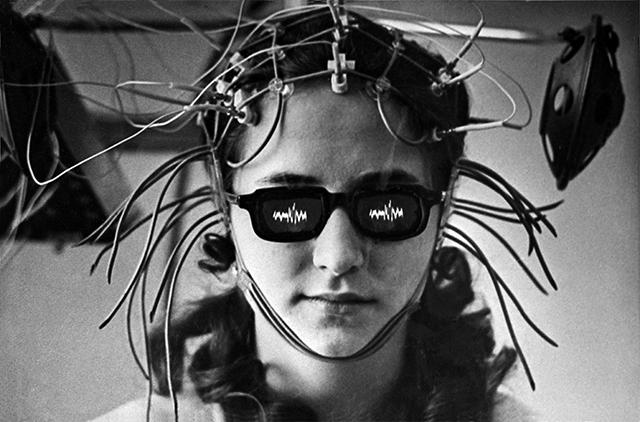 Лечение болезней мозга с помощью вживленных электродов по методу академика АМН СССР, нейрофизиолога Натальи Бехтеревой. Расшифровка биотоков. 1975 год.