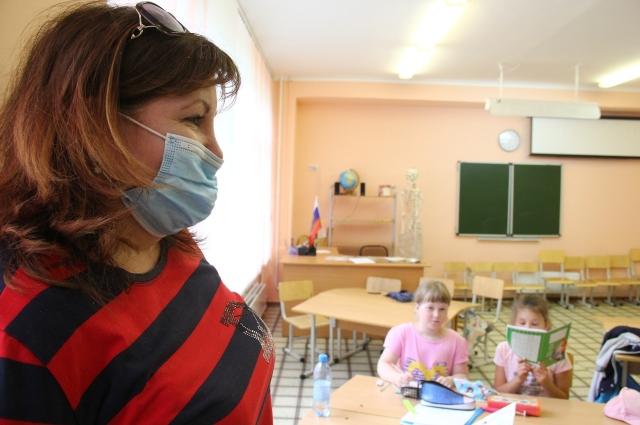 Все сотрудники работают в масках.