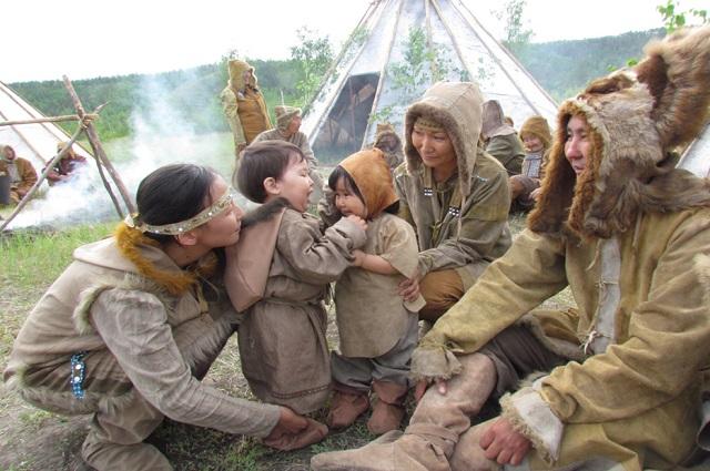 На съемки якутяне приезжали целыми семьями.